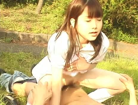 野外でオナる変態美少女を青姦レイプするのは男の義務!