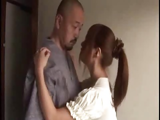 夫に内緒でこっそり義父とセックスしちゃう美乳な人妻