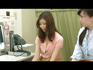 産婦人科にきた人妻を手マンして即ハメ診察