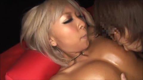 <GALムービー>泉麻那 白い麻のブラウスにローションを塗りたくりめっちゃえろカワな美しい乳の黒GAL