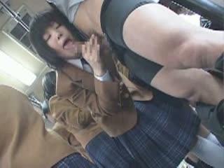 バスに乗ってたら女子校生がフェラしてくるとか何事かな