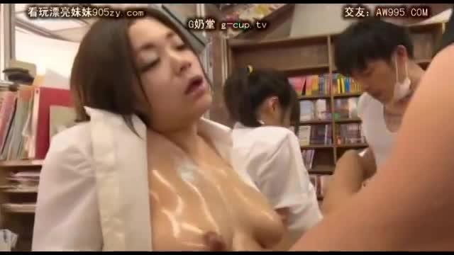 本屋で女子校生を集団ガチレイプ!