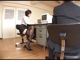 仕事中に同僚を誘惑してオフィスで襲っちゃう淫乱OLの東野愛鈴