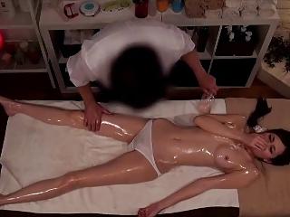 旦那同伴でやってきた美人妻を寝取る銀座のエロマッサージ店