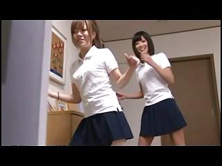 娘の友達の可愛い女子校生にイタズラして自宅でハメまくる親父!
