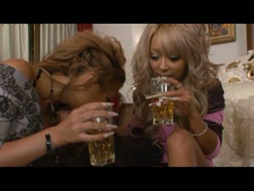 スレンダーな黒ギャル達と自宅で酒飲み酔ったことで乱交パーティー開始wwww