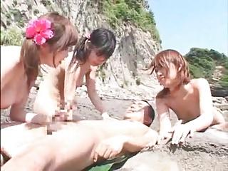砂浜で美巨乳の小娘三人をとっかえひっかえファックするオトコ