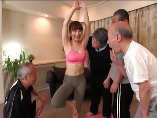 神エロボディの巨乳ヨガ講師が老人ホームでジジイたちに集団レイプされる