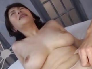 国宝級おっぱい爆乳お姉さんとの濃厚な乳揺れセックス!