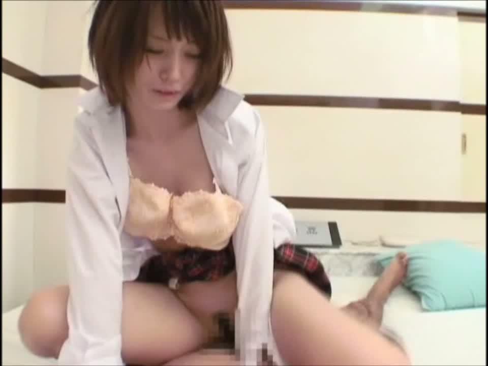 ロリ系制服美少女をハメ撮りガン突き!ザーメンぶっかけ!