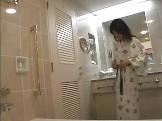 ガチ素人妻がハメ撮りSEXの旅!旅館で浴衣に着替えて不倫ファック!