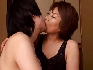 むっちりたれ乳人妻熟女が息子との禁断の関係に酔いしれるSEX!