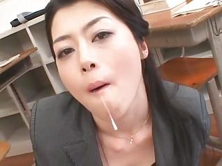女教師北条麻妃がワザと音を立てながらの痴女フェラで男子生徒を骨抜き!