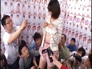 連続ぶっかけ乱交キタ━(゚∀゚)━!!更田まきがファン数十人に顔射されパコり祭り!