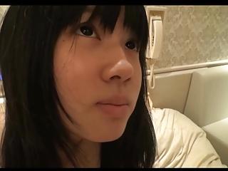 素人動画:ロリ顔の素人娘がハメ撮りセックスして照れながらも喘ぐ姿にキュン♡