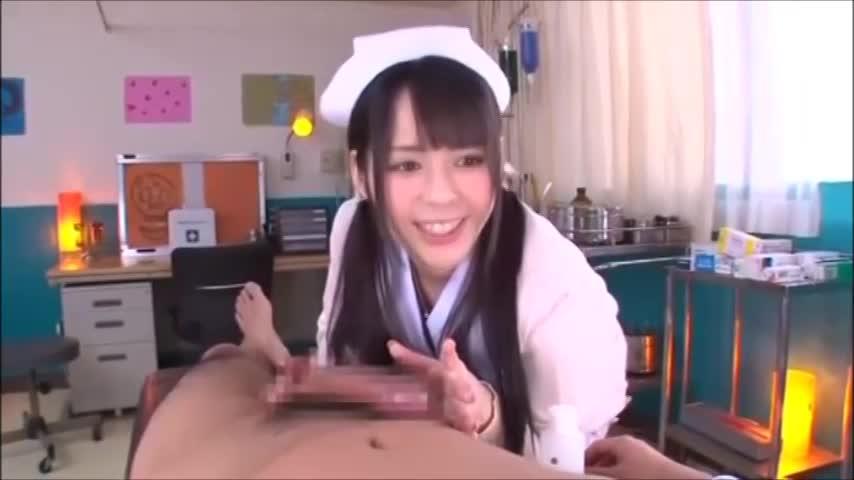 清楚な美少女看護婦が早漏チンポをフェラで猛特訓