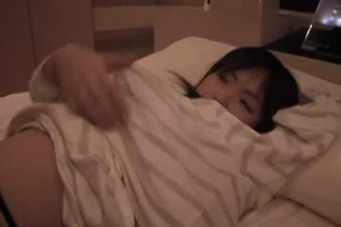 黒髪ロングヘアーの清楚系美少女がホテルに連れ込まれカメラ回され始めた!