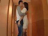 ホテルに入るやいなや濃厚キスしてチンポねだる巨乳美女と濃厚SEX!