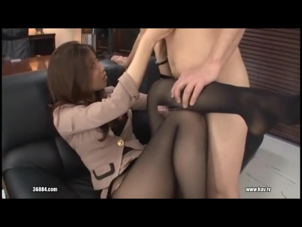 【痴女エロ動画】M男をパンチラで誘惑し奉仕させるスケベ痴女!