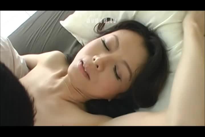 久々の男の体に絶頂快感止まらない美熟女のラブパコ動画