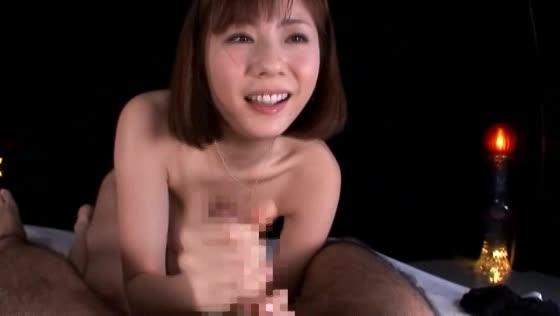 極上手コキテクニックで男の潮吹きを誘発させた痴女お姉さん