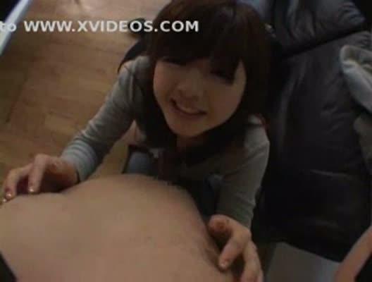 19歳のガチ素人娘がニーハイ姿で男に跨がり射精する瞬間を興味津々に拝見