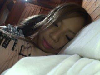 サークルの合宿でちょいロリなギャル娘を夜這いしたらまんざらでもなかった