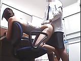 競泳水着の教え子に触診マッサージする鬼畜コーチ