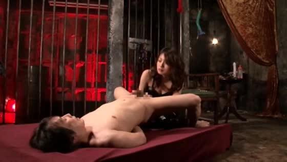 【SMエロ動画】女王様の立場が逆転してしまいM男にハメられるw