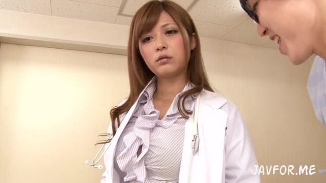 時間を止めて巨乳美女医さとう遥希を立ちバックでパコついて中出したった