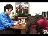 熟女の手コキエロ動画無料。久々に帰省した息子の成長を確認するムスコン熟女妻→お風呂で水中手コキ