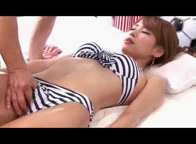 【ギャル】水着のギャルのマッサージ動画。MM号で水着ギャルをオイルマッサージから寝取りSEXに持ち込みハメまくって中出し!