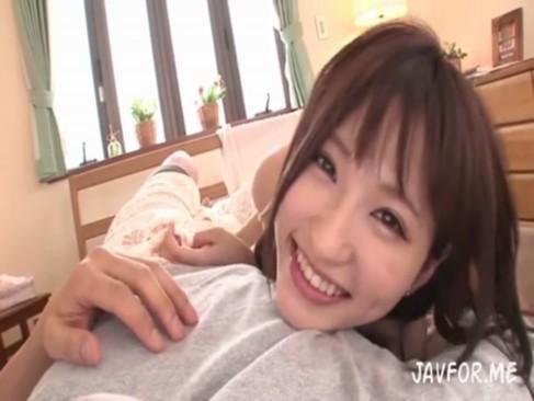 <美少女動画>天使もえ 笑顔がメチャメチャ可愛い美少女の濃厚な手コキやフェラチオを味わい、マ○コをガン突きしまくるw