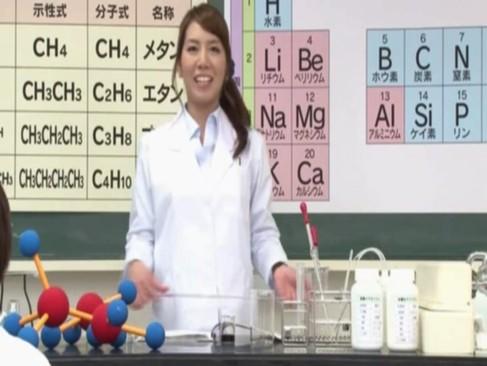 実験教育エロ番組中に理科の女教師に生徒たちがぶっかけまくる!
