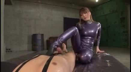 スーパーボディの爆乳お姉さんがピタピタのコスプレでSEX!