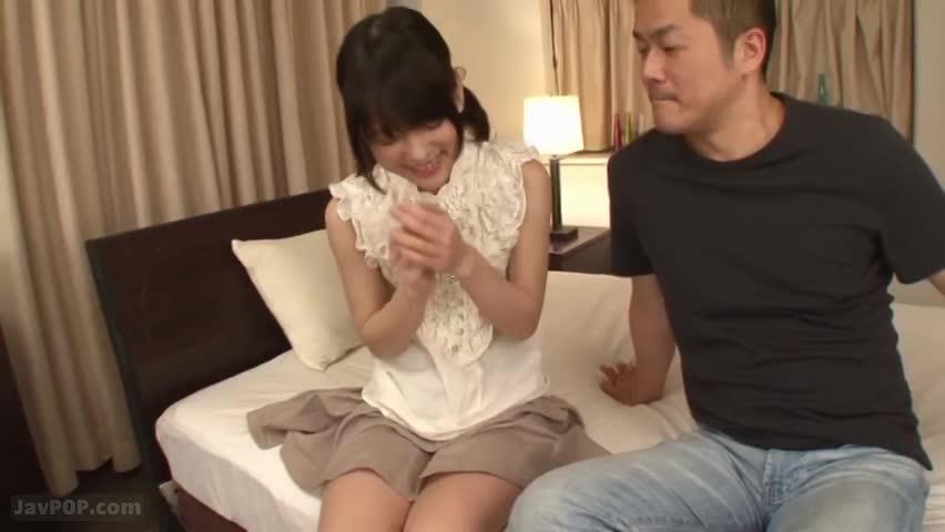 ちっぱいパイパン美少女の敏感な乳首をねっとり責め上げる!