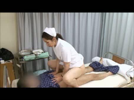 美熟女ナースが患者の性欲を逆レイプでサポート