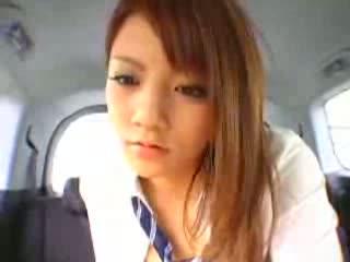 ガチ美少女JKに車内で手コキ&足コキしてもらって大量発射!!