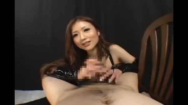 スケベな痴女ギャルお姉さんの淫語責め手コキで射精させられるM男!