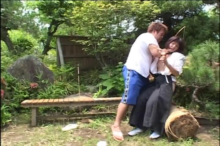 弓道の練習中に見知らぬ男に背後からレイプされるショトカ美少女w