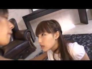 パイパン美少女とガチハメ→顔射のつもりが天井に届きそうなザー汁w
