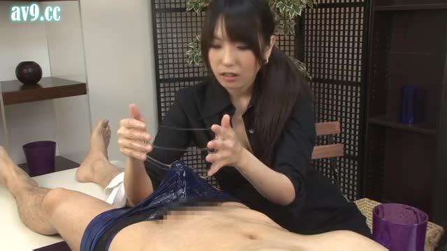痴女エステティシャンの見事な手コキマッサージで男の潮吹き体験!