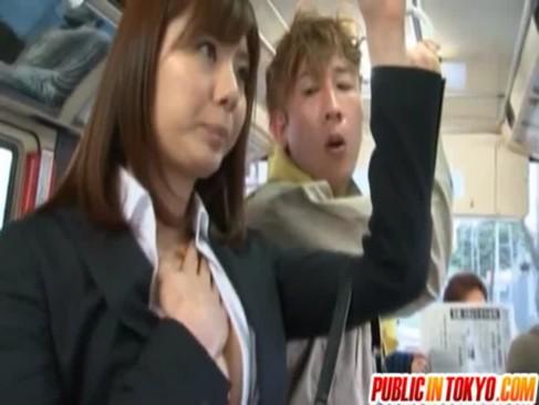 巨乳むっちり女優・麻美ゆまがバスで集団痴漢レイプに遭遇!