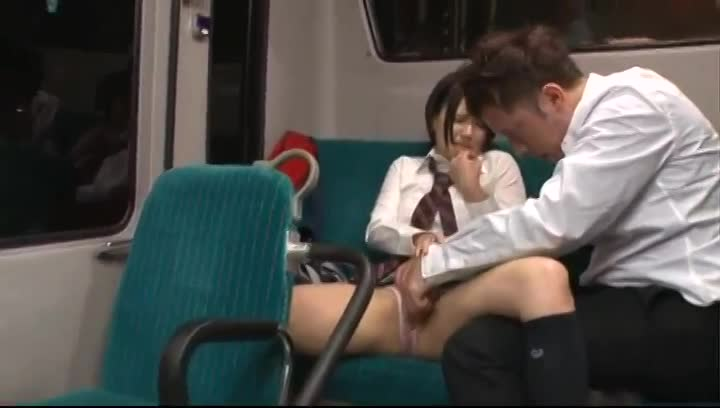 電車で寝ていた可愛い巨乳女子校生を狙って痴漢レイプする鬼畜男!