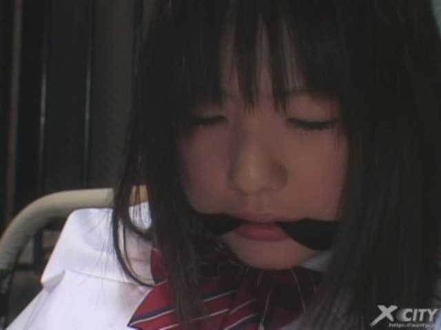 童顔の可愛い女子校生を監禁して調教中出しレイプ!