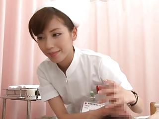 チンポ拭いてたら勃起しちゃった患者をスロー手コキで悶絶射精させる美人ナース!