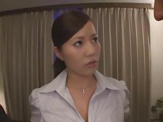 会社の同僚2人をホテルに連れ込み3Pしちゃうスケベな爆乳お姉さん!