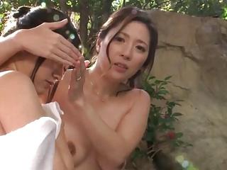 混浴温泉で勃起する男にレイプされてしまう美人親子