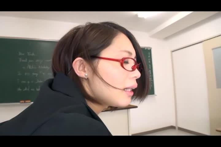 むっちり下半身の美人教師のパンスト尻コキ授業