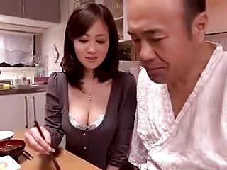 スレンダー巨乳美人妻が義父とのイケナイ関係に溺れる濃厚セックス